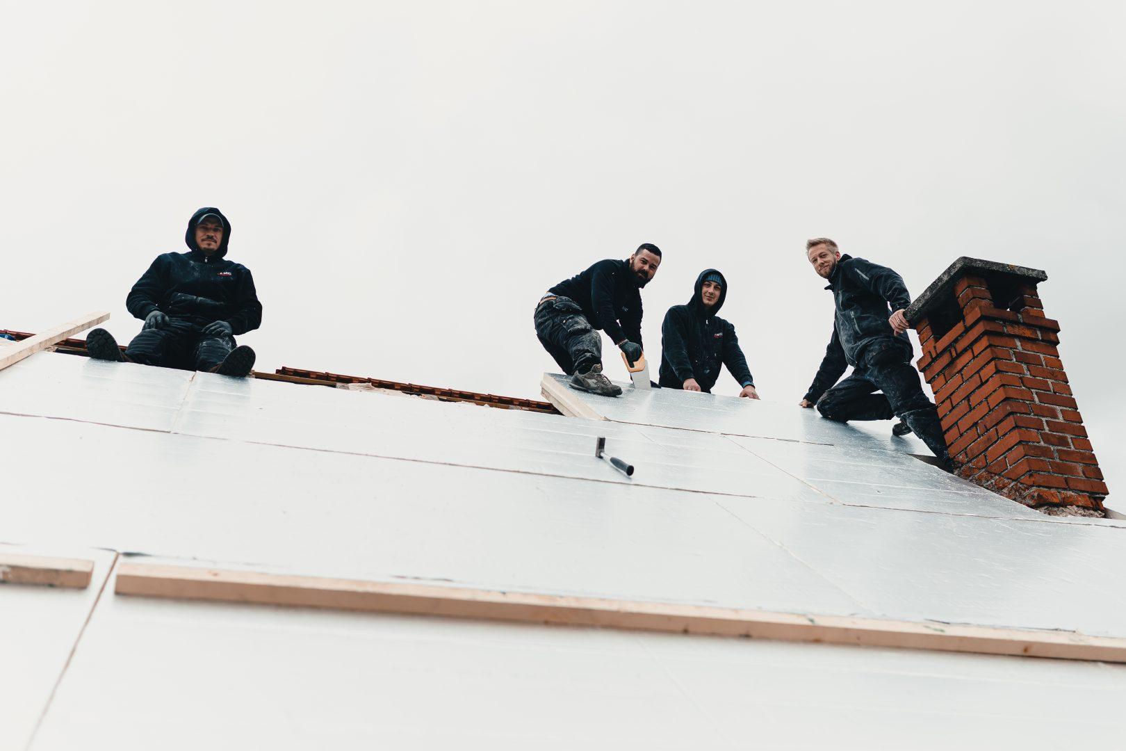 Equipe AMC sur un toit
